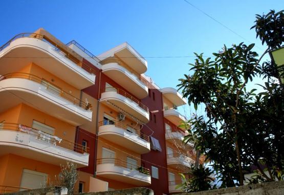 Продажа отличной студии на берегу моря в Албании, г. Влера. Выгодная цена. Гараж. Вся недвижимость Албании. Alba Land